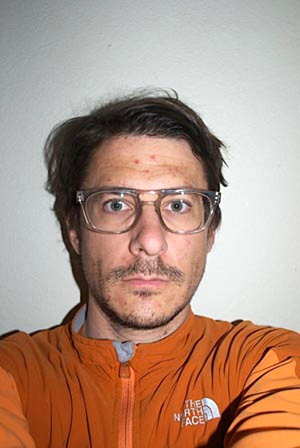 Auf diesem Selfie aus dem Jahr 2014 ist Keller seit Beginn seines Projektes um sagenhafte 16 Jahre gealtert und gerade 39 Jahre alt geworden.