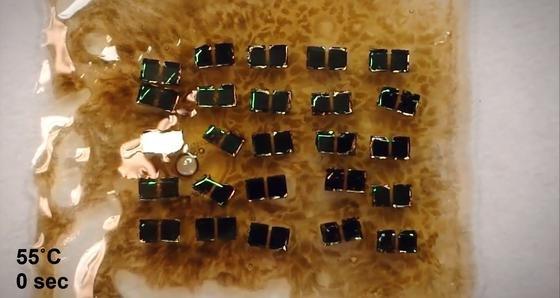Amerikanische Forscher haben Schaltkreise entwickelt, deren nicht recycelbare Komponenten sich gezielt durch mäßige Hitze in einzelne Atome und Moleküle auflösen.