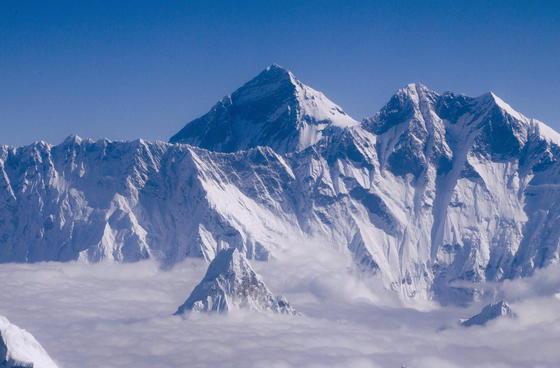 Der 8.848 m hohe Mount Everest: Im schlimmsten Fall könnte das Eis oberhalb von 6500 m komplett schmelzen. Überflutungen könnten die Folge sein.