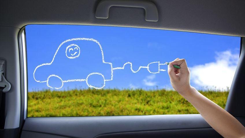 Die Berliner Verkehrsforscher fanden heraus, dass 84 % der privaten Nutzer die Anschaffung eines Elektrofahrzeugs weiterempfehlen würden und mehr als die Hälfte der gewerblichen Elektrofahrzeughalter sogar plant, weitere Fahrzeuge anzuschaffen