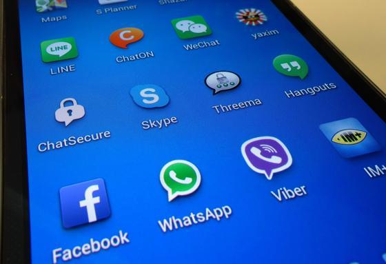 Apps auf einem Smartphone: Die Fraunhofer-Forscher haben 750 000 Apps unter die Lupe genommen. Dabei entdeckten sie gravierende Mängel beim Datenschutz.