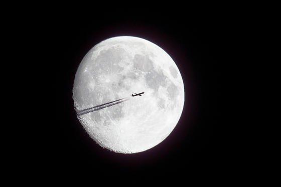 """Der Mond: """"Wem gehört er eigentlich?"""" – Mit Rechtsfragen rund um den Erdtrabanten haben sich in Köln Juristen aus aller Welt beschäftigt. Und Regel für den Weltraum gefordert."""