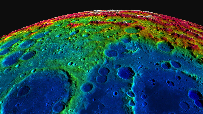 In das dreidimensionale digitale Mondmodell sind 70.000 Bilder eingeflossen, die der Satellit Lunar Reconnaissance Orbiter (LRO) mit einer Weitwinkelkamera aufgenommen hat. Das Modell bildet 37 Millionen Quadratkilometer oder 98 Prozent der Mondoberfläche als 3D-Modell ab.