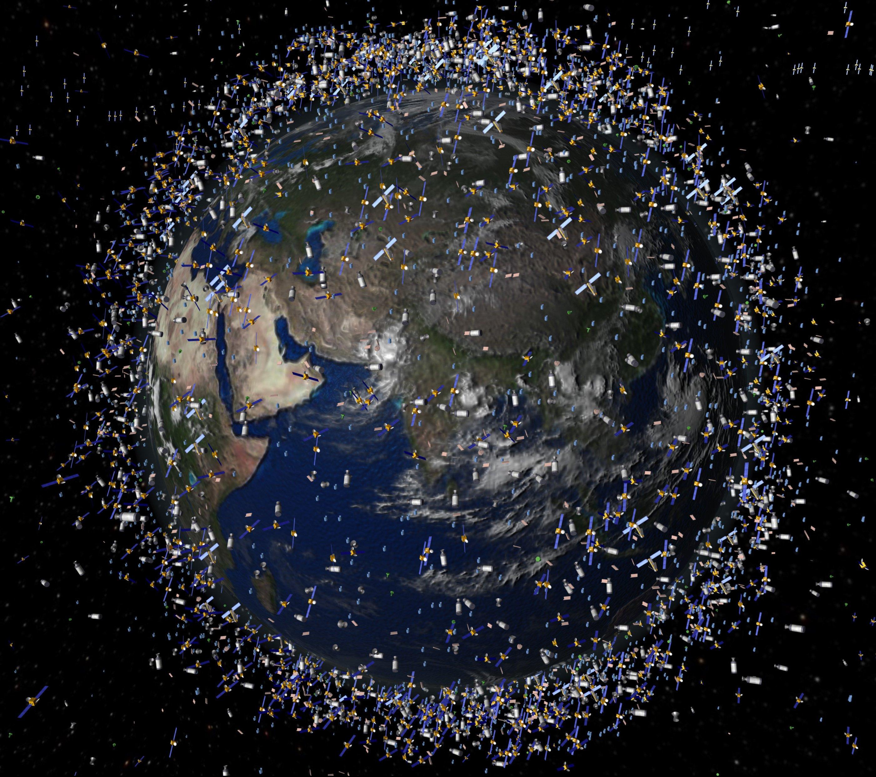 Das computergenerierte Bild der European Space Agency (ESA) zeigt Weltraummüll früherer Weltraummissionen, der neben intakten Satelliten um die Erde kreist.