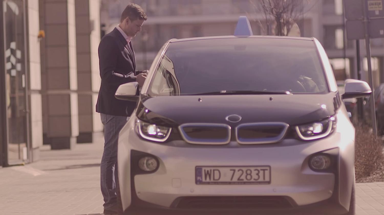 Umgebauter BMW i3: Das Elektroauto bringt einen Geldautomaten zum Kunden. Der Weg zur Bank bleibt erspart.