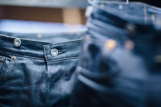 Levi Strauss ist Industriepartner im Projekt Jacquard von Google: Der Jeanshersteller könnte Gerüchten zufolge schon nächstes Jahr berührungsempfindliche Stoffe auf den Markt bringen.
