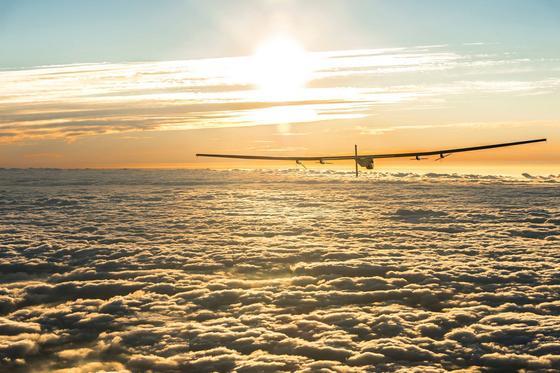 Die Solar Impulse 2 über den Wolken auf dem Weg nach Japan.