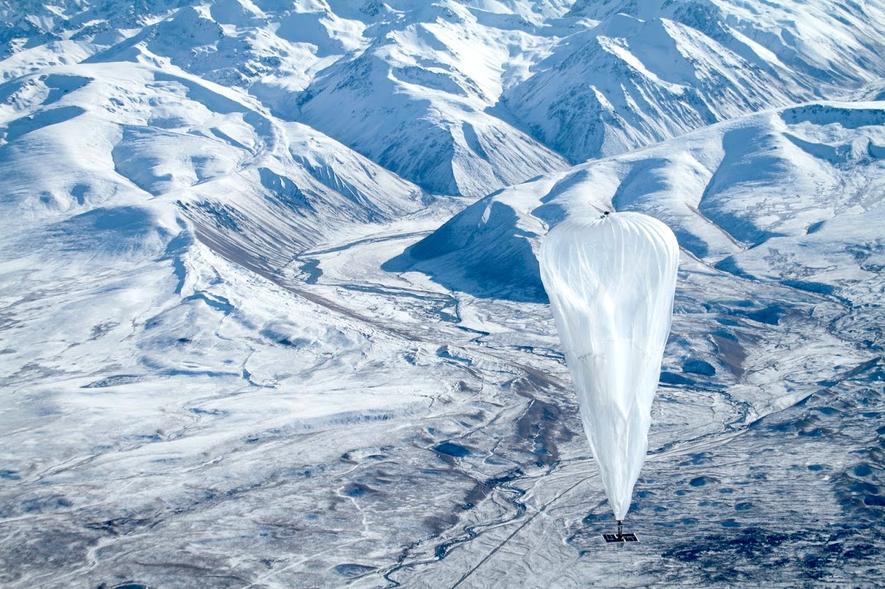 Googles Stratosphärenballon Loon im Testflug: In bis zu 30 Kilometer Höhe sollen Tausende Ballons ein Funknetzwerk bilden.
