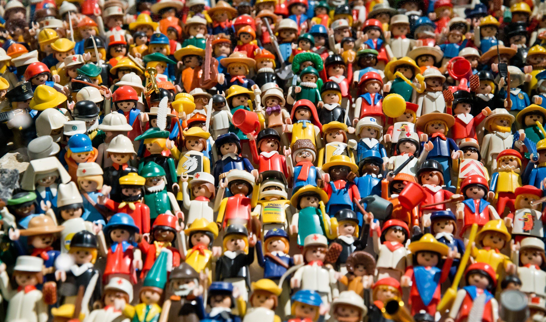 Zu echten Stars aufgestiegen: Die zahlreichen Playmobil-Figuren sind auf dem Kunstwerk