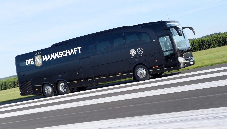 Der neue Mannschaftsbus des Weltmeisters: Am 10. Juni düst die Nationalelf im Travego M zum Länderspiel gegen die USA nach Köln.