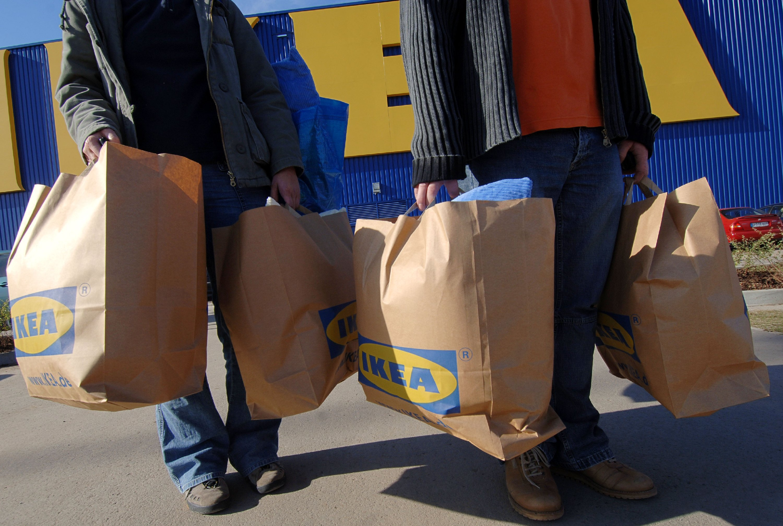 Die Deutschen lieben Ikea: Jährlich strömen 100 Millionen Menschen in die blau-gelben Einrichtungshäuser.