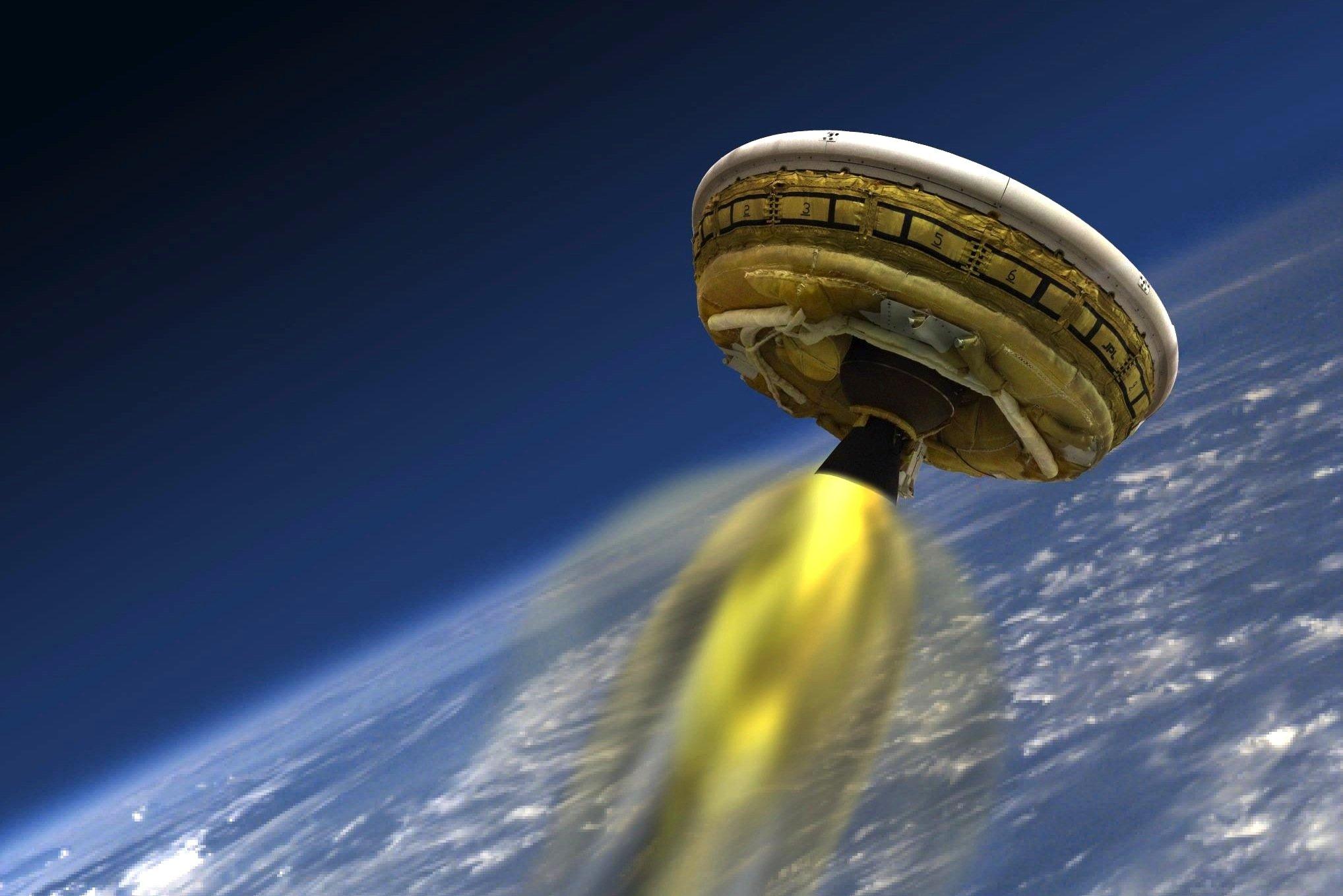 Mit einem Raketenantrieb wird der Fallschirm auf eine Höhe von 55 km gebraucht. Dort öffnet es sich und soll langsam zur Erde schweben.