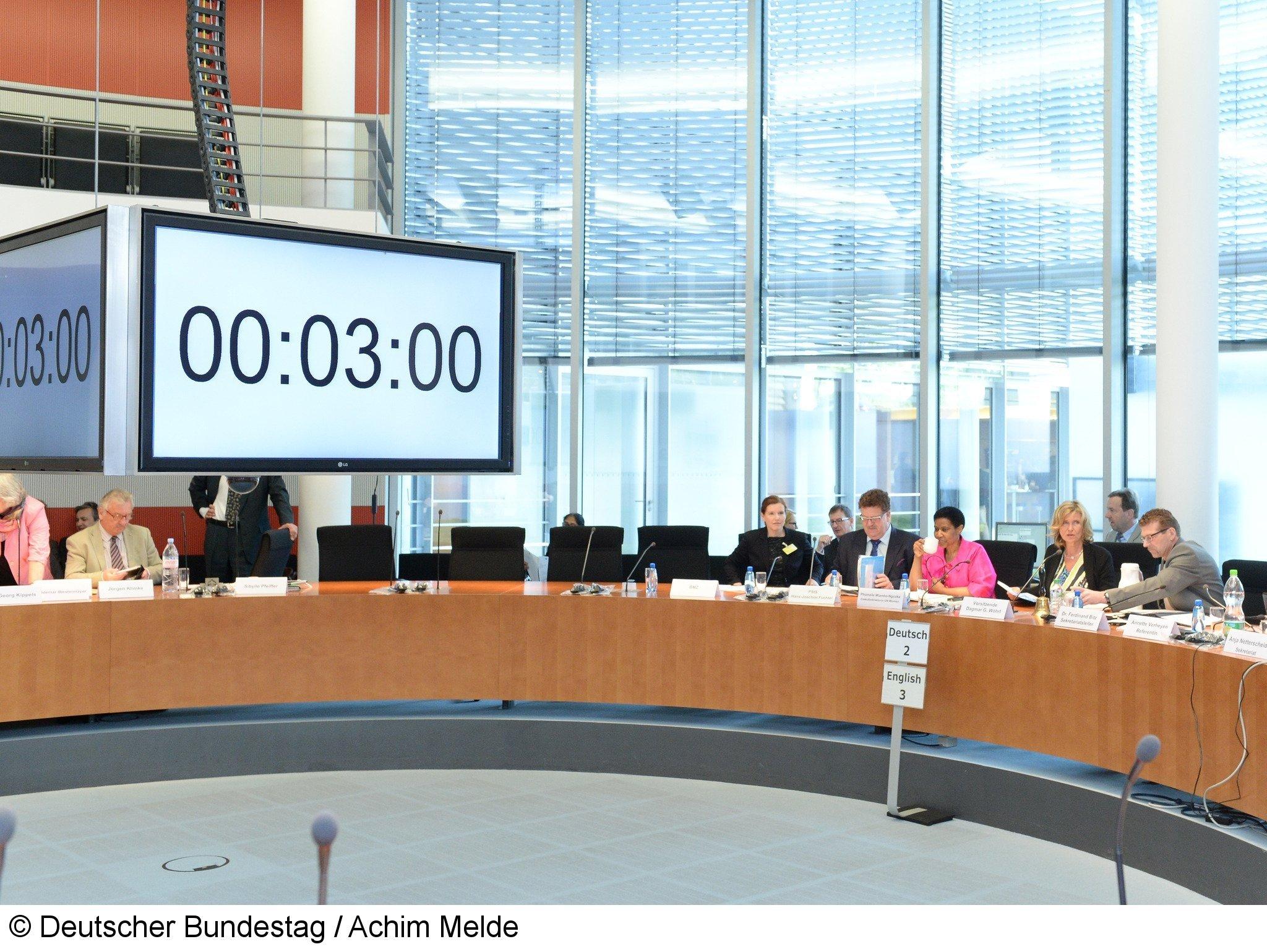 Sitzung im Bundestag in Berlin: Hacker haben sich sogar Administratorrechte verschafft. Offenbar muss die gesamte IT des Parlamentes neu aufgespielt werden.