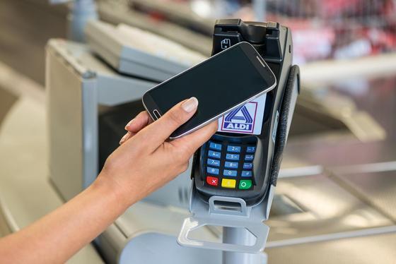 Aldi Nord akzeptiert ab sofort in allen Filialen bundesweit kontaktlose Zahlungen.