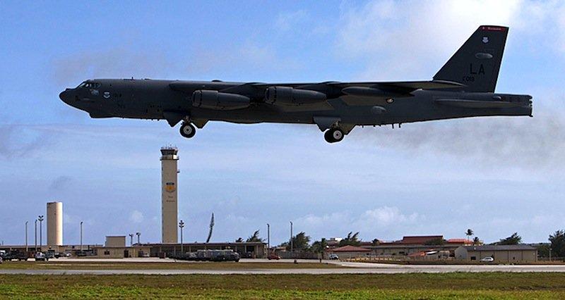 Die Kosten für Wartung und Instandsetzung der B-52-Bomber steigen sprunghaft an. Schließlich erreichen sie so langsam Rentenalter.