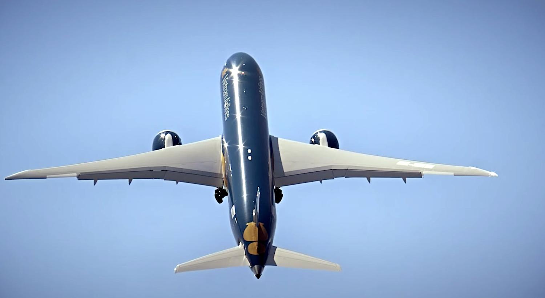 Auf der Flugshow der Messe wird ein Boeing Dreamliner nahezu senkrecht in die Luft starten: Das Flugzeug erreicht einen Steigungswinkel von über 80°.