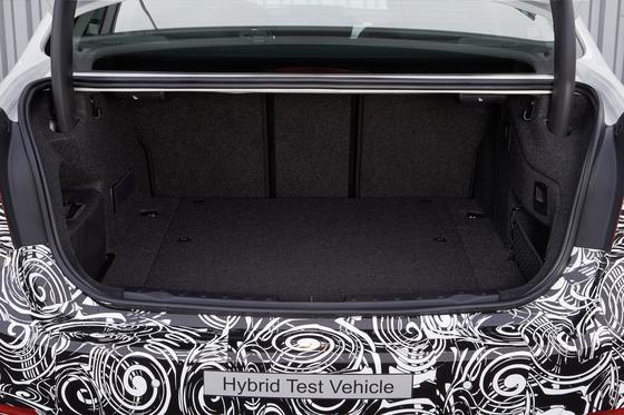 BMW testet einen Plug-in-Hybrid, der nur 0,4 Liter auf 100 Kilometer verbrauchen soll – hält aber mit Details zum ambitionierten Projekt noch hinterm Berg. Von Serienreife ist dann auch noch keine Rede.