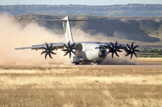 Airbus im Test: Nachdem ein A400M am 9. Mai bei Sevilla abgestürzt war und viele Länder ein Flugverbot für den Transporter ausgesprochen hatten, darf der deutsche A400M der Luftwaffe ab Mitte Juli wieder fliegen.