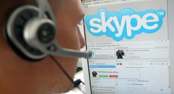 Für den Internet-Telefondienst Skype gibt es jetzt eine App die bei Gesprächen vom Deutschen ins Englische, Französische, Spanische, Italienische und in Mandarinübersetzt. Umgekehrt funktioniert das Dolmetschprogramm auch. Allerdings mit Einschränkungen. Microsoft hat bereits angekündigt, die Software verbessern zu wollen.