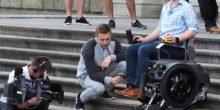 Elektro-Rollstuhl Scalevo kann Treppen rauf und runter fahren