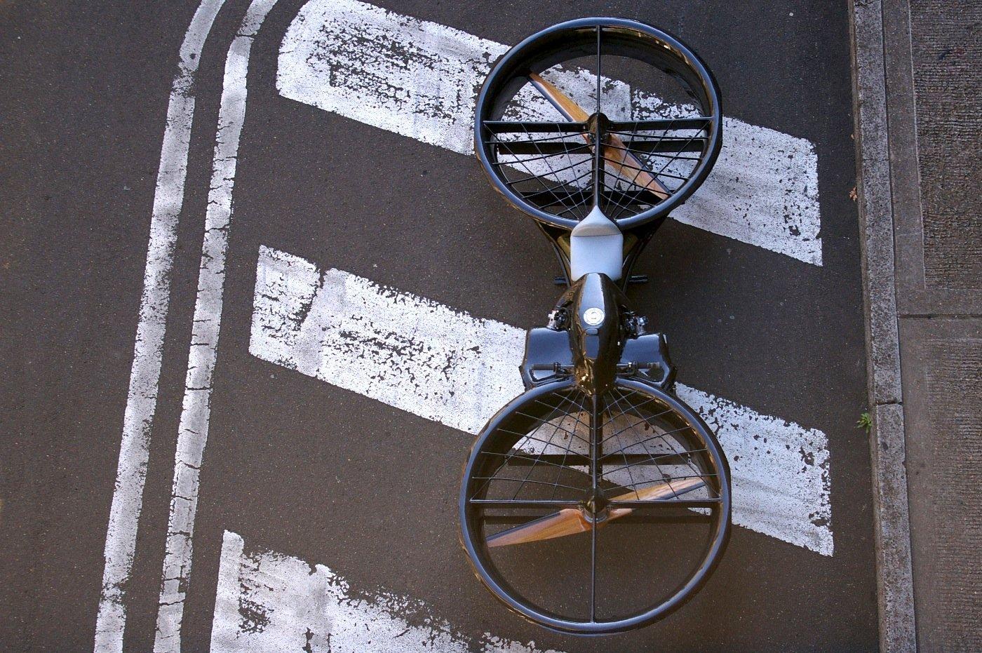Das Hoverbike soll Erfinder ChrisMalloy für die US Army noch verbessern. Das Flug-Motorrad kann auch in niedrigen Höhen fliegen und könnte auch für Rettungseinsätze dienen.
