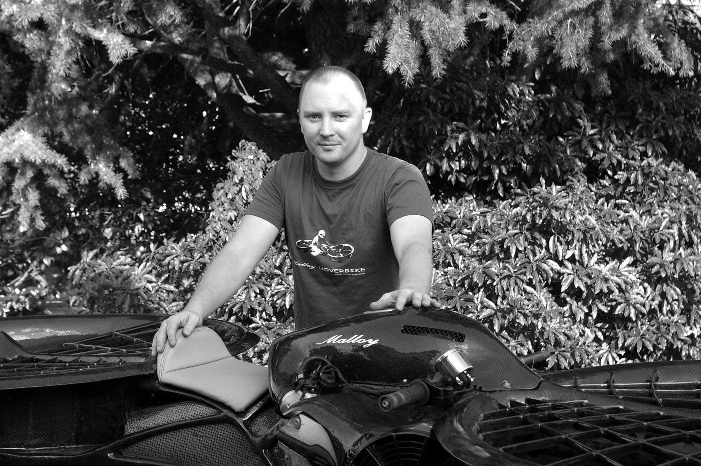 Der britische Erfinder Chris Malloy hat das Hoverbike entwickelt.