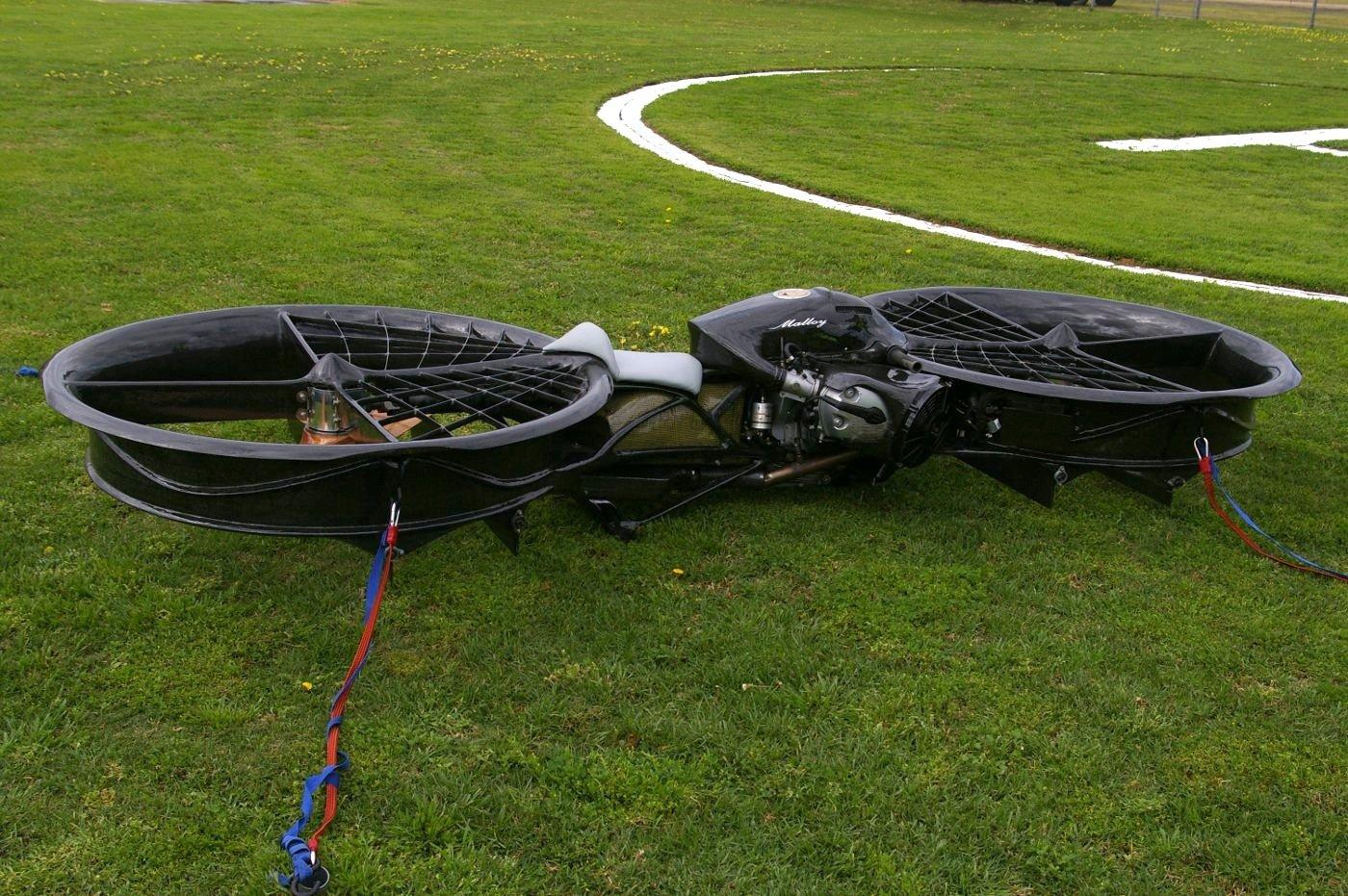 Das Hoverbike verfügt über zwei Mantelrotoren, die besonders gut vor Beschädigungen geschützt sind. In Vorbereitung ist eine Version mit vier Rotoren.