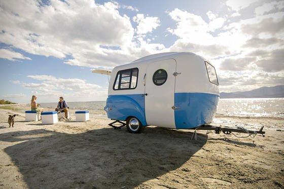Urlauber mit dem HC 1 am Strand: Der Mini-Wohnwagen aus Fiberglas soll nächstes Jahr in Europa erhältlich sein.