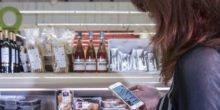 Smartphone führt Kunden durch den Supermarkt
