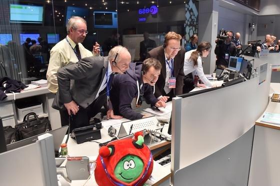 Esa-Kontrollzentrum für die Rosetta-Mission: Eigentlich sollte für die Rosetta-Sonde Ende 2015 Schluss sein. Jetzt wird die Mission um neun Monate verlängert.