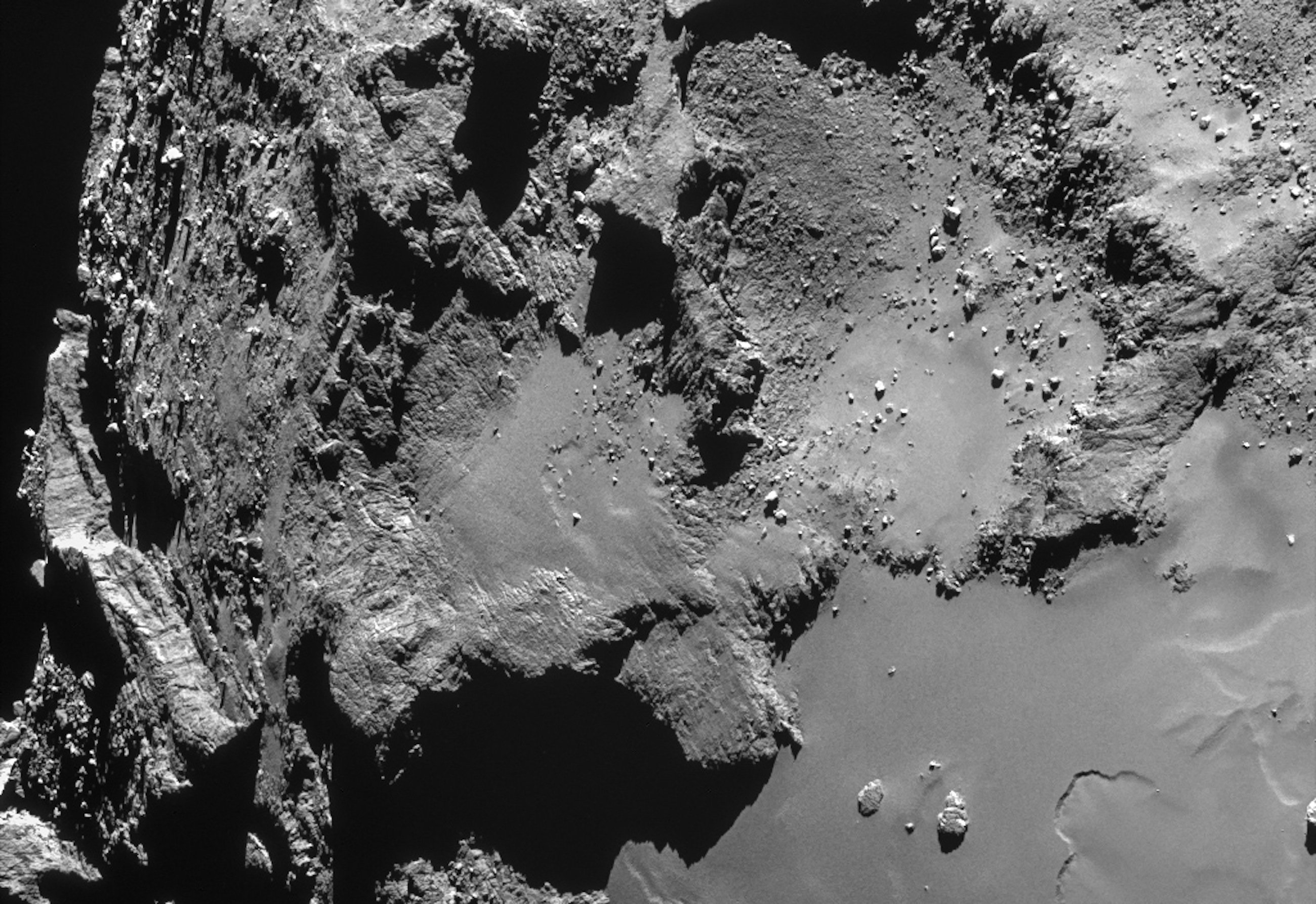 Der Komet Tschuri, aufgenommen von der Raumsonde Rosetta: Die Mission wird nun bis September 2016 verlängert.