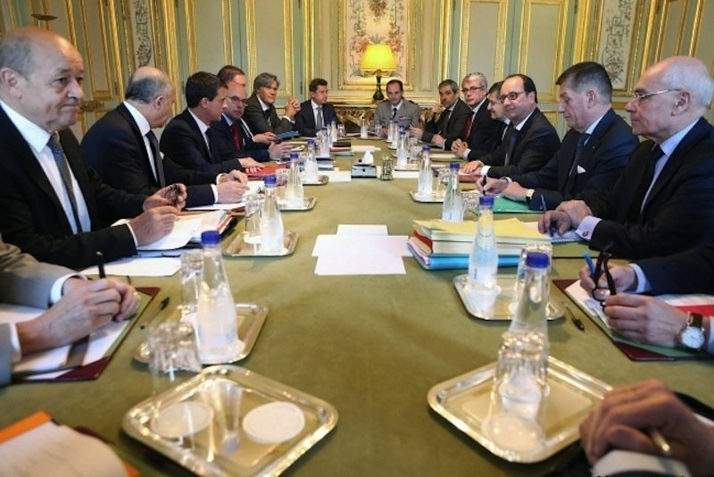 Sitzung des französischen Verteidigungsrates im Elysee: Das Gremium forderte weitere Informationen über die Abhöraktion des NSA gegen französische Präsidenten.