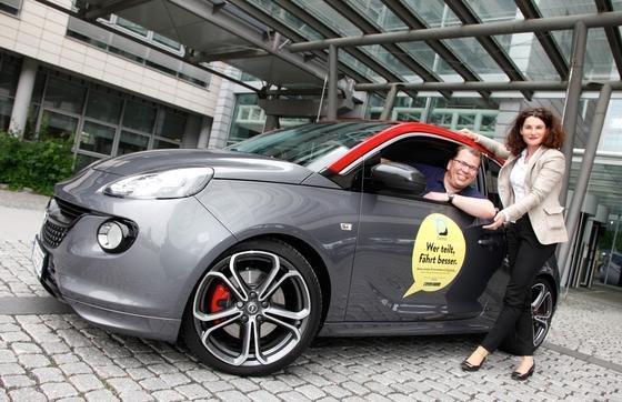 """""""Wer teilt, fährt besser"""": Opel-Marketingchefin Tina Müller und Dr. Jan Wergin, Direktor Opel Community Carsharing, haben in Rüsselsheim die neue Opel-App CarUnity zum Autoteilen vorgestellt."""