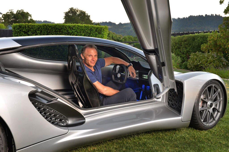 Kevin Czinger in seinem Sportwagen Blade: Der Wagen ist ein Einzelstück.