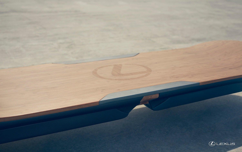 Lexus hat im PR-Video etwas geschummelt: Das Hoverboard schwebt auf Asphalt. Dürfte es gar nicht – denn es nutzt Magnetfeldtechnologie.