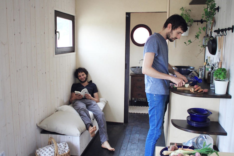 Bewohner des Wohnwagons: Sie machen es sich auf 25 m2 gemütlich.