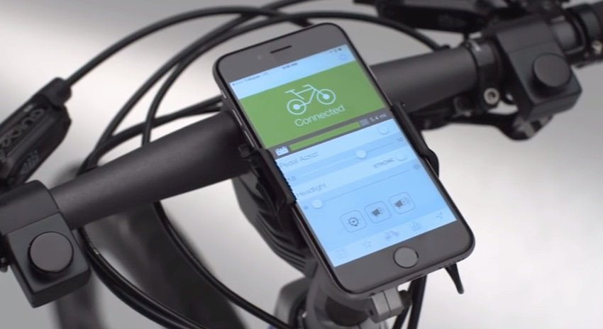 Passend zum Rad hat Ford die MoDe:Link-App entwickelt. Über sie können Wetterbericht, Navigation sowie Umsteigemöglichkeiten auf Bus und Bahn abgefragt werden.