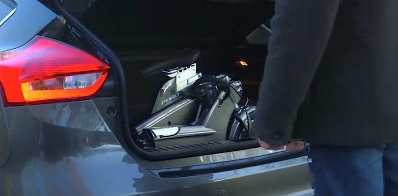 Pack das E-Bike ein und dann nichts wie schnell und ohne Stau vom Stadtrand aus zur Arbeit auf zwei Rädern.