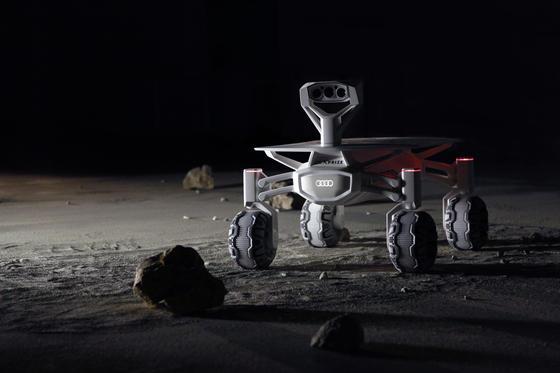 Audis lunar quattro: Der 35 kg schwere Mondrover soll 2017 auf dem Erdtrabanten fahren und Bilder zur Erde schicken.
