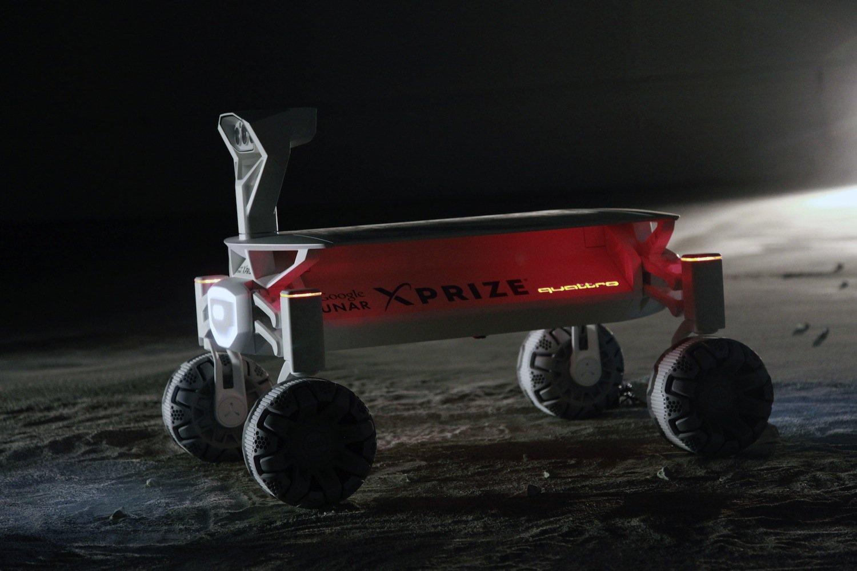 Solarmodule erzeugen Strom für vier Elektroradnabenmotoren. Der Rover fährt mit einer Höchstgeschwindigkeit von 3,6 km/h.