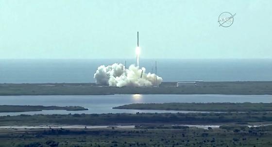 Start der Falcon-9-Trägerrakete in Cape Canaveral: Zunächst verlief alles nach Plan. Zwei Minuten später kam es zum Unglück.