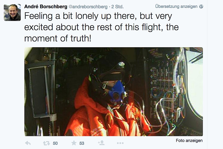 """Pilot AndréBorschberg in der Solar Impulse 2: """"Ich fühle mich hier oben etwas einsam, bin aber auf den Rest des Fluges gespannt, der Moment der Wahrheit."""""""