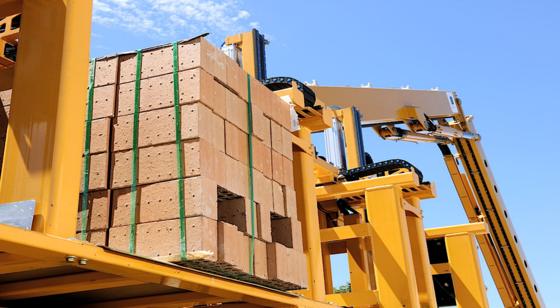 Bauroboter Hadrian verarbeitet 1000 Ziegel pro Stunde. Die besten Bauarbeiter schaffen in Wettbewerben höchstens 743 Steine.