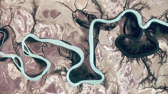 Satellitenansicht Google Earth: Sieht aus wie ein modernes Kunstwerk, zeigt aber Burketown in Australien.
