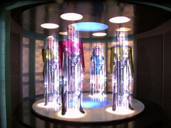 Hologramme im Kultfilm Star Trek: Von Hologrammen in dieser Größe sind die japanische Forscher noch weit entfernt. Aber sie können zumindest kleine Hologramme in die Luft projizieren, die sogar einen haptischen Eindruck auf der Haut hinterlassen.
