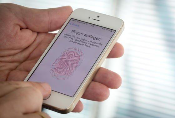 Fingerabdruckscanner des iPhone 5s: Das Apple-Smartphone wird seit 2013 per Fingerabdruck entsperrt.