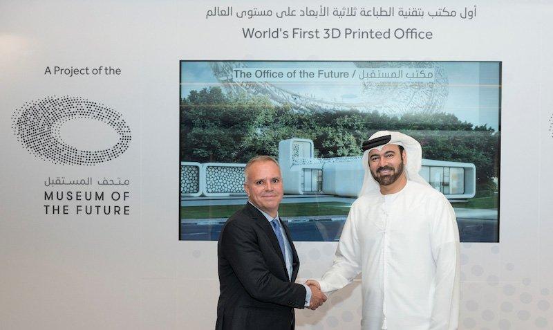 In Dubai gab Seine Hoheit Mohammed Al Gergawi (re.), VAE-Minister für Kabinettsangelegenheiten und Vorsitzender des VAE-Nationalkomitees für Innovation,gestern Pläne für den Bau des ersten voll funktionsbereiten Gebäudes der Welt im 3D-Druckverfahren bekannt.