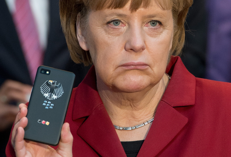 Merkel musste sich schon über das Abhören ihres Handys ärgern. Jetzt sind scheinbar Gesprächsprotokolle von Festnetzgesprächen aufgetaucht.