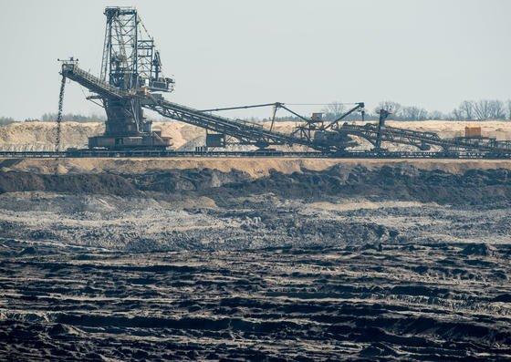 Braunkohletagebau Welzow-Süd in Brandenburg: In China wird Braunkohle bereits großtechnisch zu Rohbenzin verarbeitet, um daraus chemische Grundstoffe herzustellen. In Deutschland wird Braunkohle vor allem verstromt.