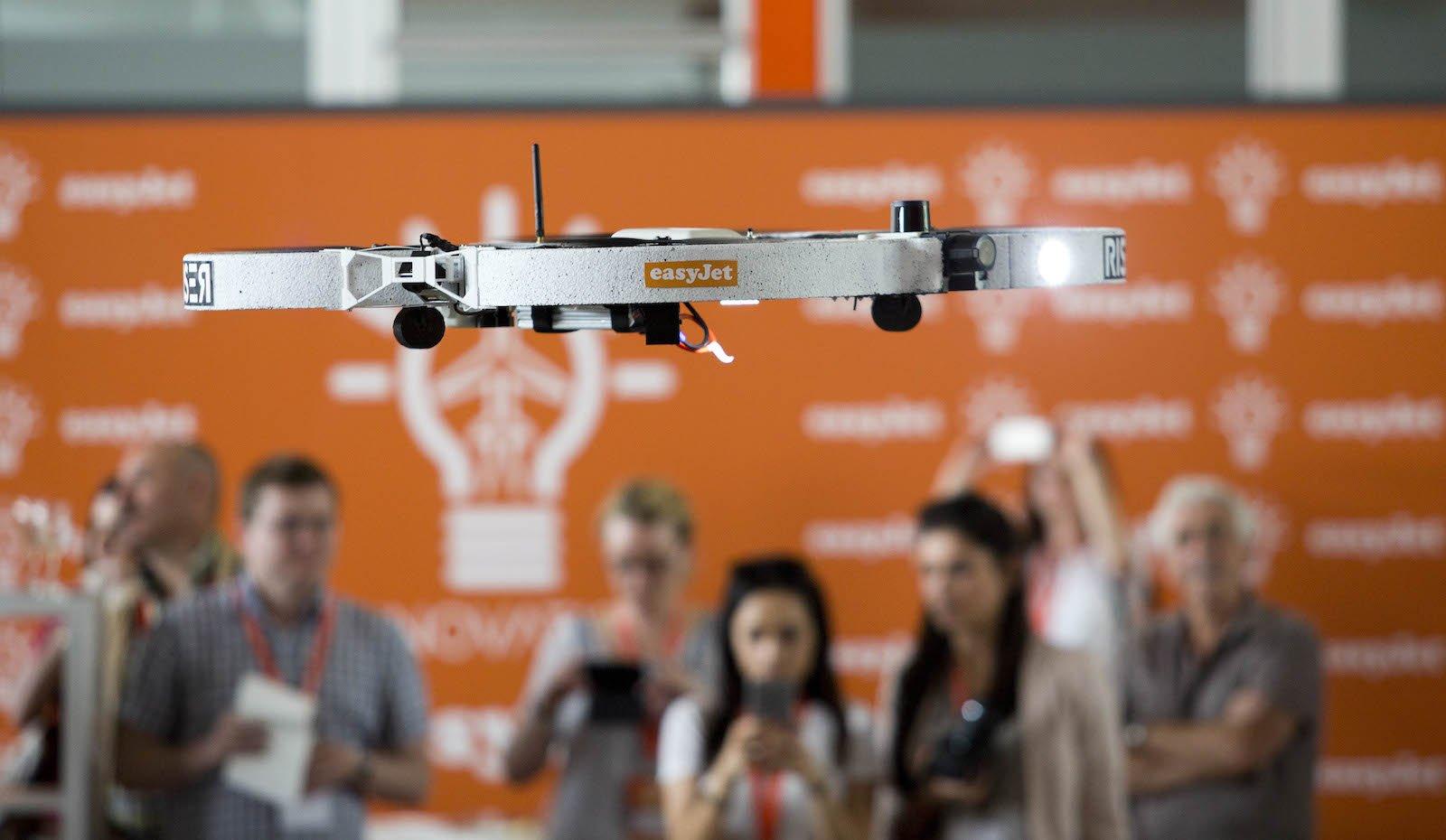 Die meisten Fluggesellschaften erlauben den Drohnenbetrieb nur in geschlossenen Räumen.